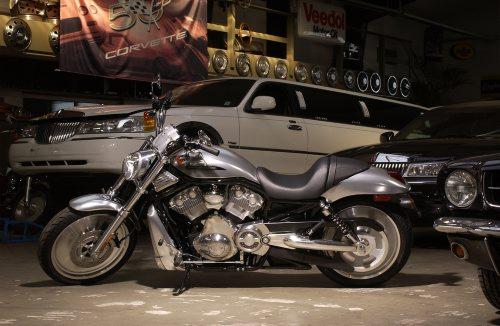 © wim woeber # fŸr Penthouse # 10.07.2003 # 18.10.2003 #  Harley Davidson V-Rod B Leihgabe Harley Kšln von Herz Location: Atlantic Auto, Ehrenfeld, Kšln
